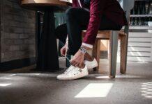 Sneakersy modnego mężczyzny
